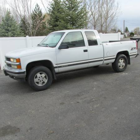 Photo 1995 Chevy 4X4 EXT Cab LOW MILES - $3200