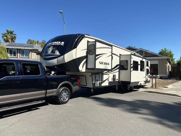 Photo 2018 Sierra Fifth wheel 5 slides two bedroom two bath like new - $39,500 (Three Forks Montana)