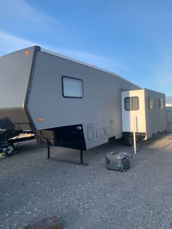 Photo 32ft Fifth Wheel Cer with motorcycle rack - $9,000 (Rexburg)