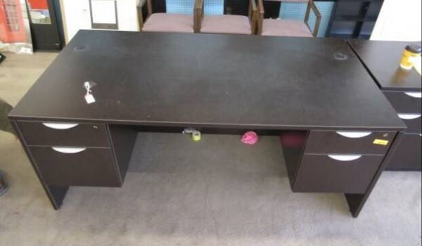 Photo Office desk with locking drawers and file cabinet - $250 (Blackfoot)