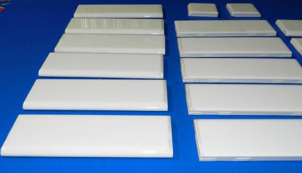 Photo White Ceramic Glazed Wall Tile Trim - Daltile 2 Inch X 6 Inch (Boise)