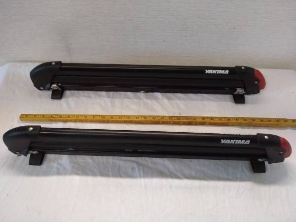 Photo Yakima Ski Snowboard Roof Rack PowderHound w Mounts - $79 (pocatello)