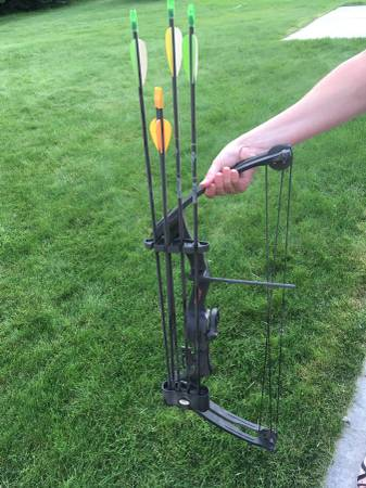 Photo Youth bow and arrow - $30 (Rigby)
