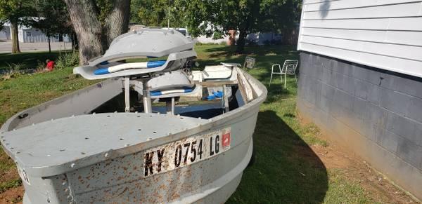 Photo 13 foot V Bottom Aluminum Fishing Boat - $1,000 (Paris)