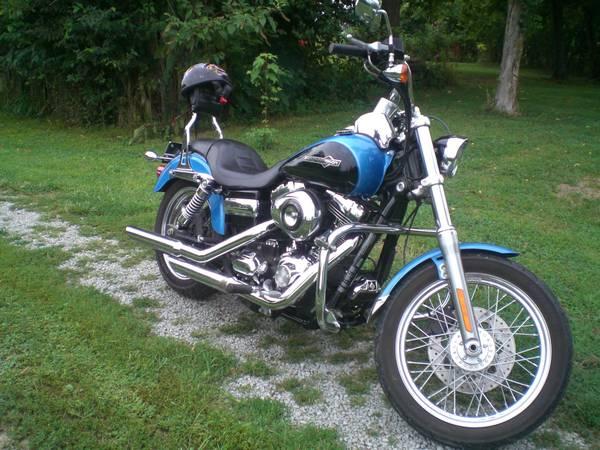 Photo 2011 Harley Davidson Dyna Super Glide Custom - $9,750 (WILLISBURG)