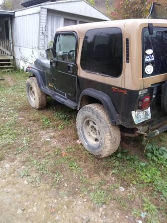 Photo 95 jeep wrangler - $3,000 (Louisa)
