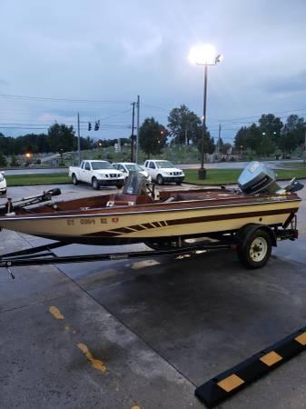 Photo Bass Boat Astroglass - $2200 (Morehead)