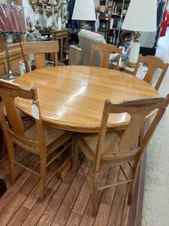 Photo Beautiful antique oak dining table with 6 rare wicker bottom chairs - $259 (Somerset ky)