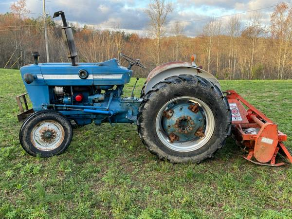 Photo Ford 2000 Tractor - $4,500 (Parkers Lake, Ky)