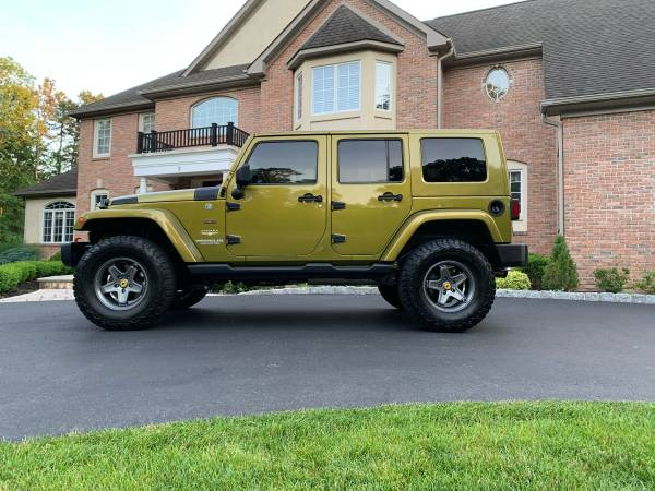 Photo Jeep Wrangler 6.4 HEMI 525 HP 9000 miles on build - $35,000 (Medford)