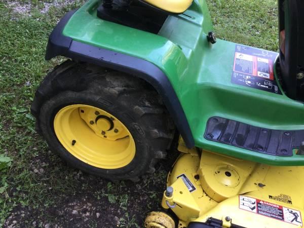 Photo John Deer Tractor GT 225 - $1,700 (Corbin)