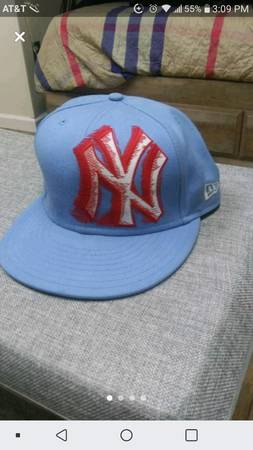 Photo New Era 59fifty Yankees Hat - $15 (Morehead)
