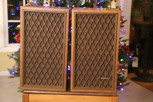 Photo Realistic Nova 7B speakers and Receiver, stands - $100 (Nicholasville)