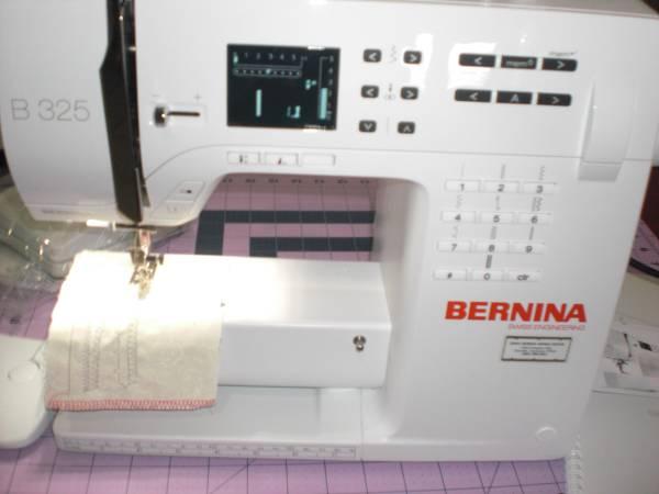 Photo SEWING MACHINE-NEW-BERNINA MODEL 325 - $790 (SEVIERVILLE, TN)