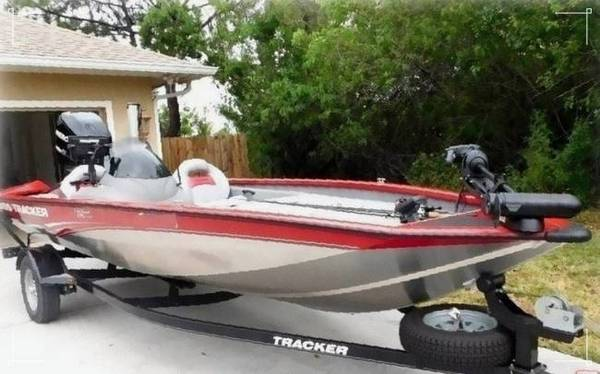 Photo WELL MAINTAINED BOAT 2015 Bass Tracker - $1,400