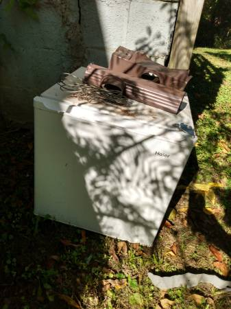 Photo mini fridge free for salvage (Ashland)