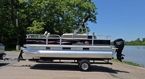 Photo runs perfect 2016 Sun Tracker Bass Buggy Boat - $10040