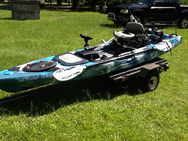 13.5 ft Feel Free Lure fishing kayak package - $1700 (Holden Beach
