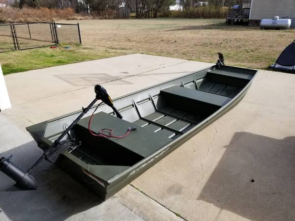 Photo 14 ft aluminum boat - $700 (Greenville)