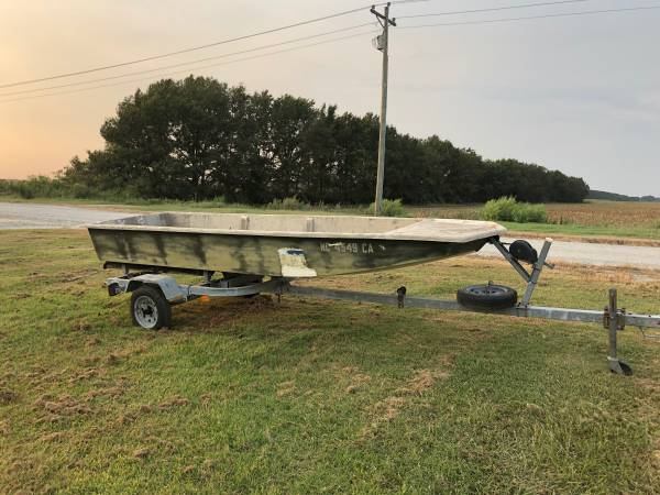 Photo 15 ft fiberglass Jon boat and trailer - $750 (Washington, NC)