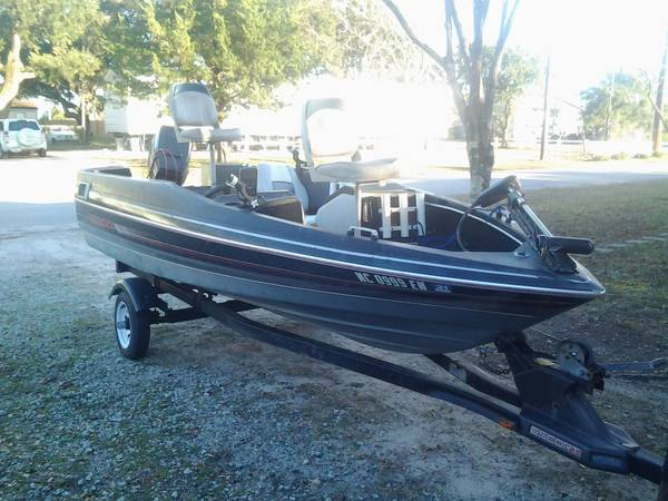Photo 1990 Cobra Bass Boat - $2,800 (Morehead City)