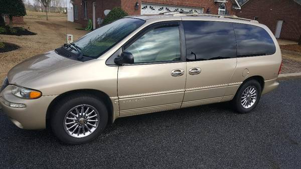 Photo 1999 Chrysler Town and Country Limited - $2200 (Winterville)