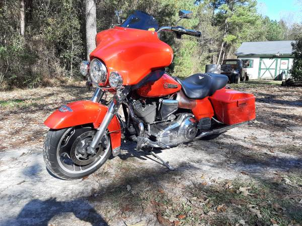 Photo 2010 Harley Street Glide - $13,000 (Snow Hill)