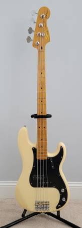 Photo 2014 Squier Matt Freeman P bass - $450 (GreenvilleWinterville)