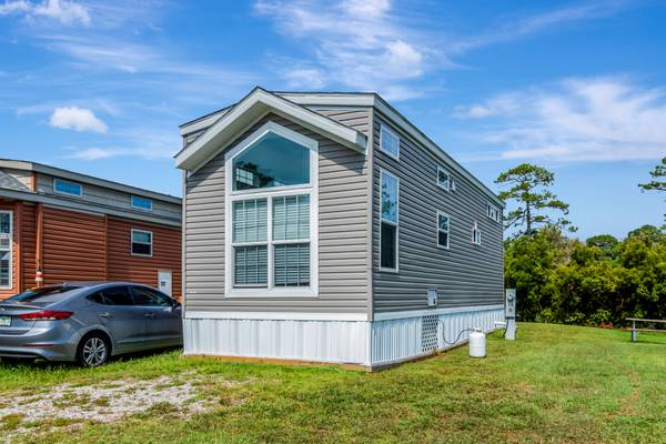 Photo 2020 Park Model with Loft - Whispering Pines RV Park - $65,000 (Newport, NC)