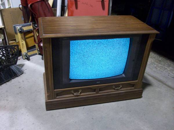 Photo 26quot RCA Wood Console TV on Wheels - $13 (4691 Reedy Branch Rd)