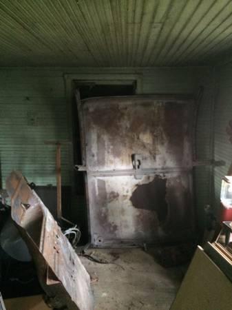 Photo 55 Chevy Sedan Roof - $325 (Farmville)