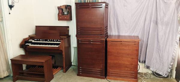 Photo A 105 Hammond Organ With Three 147 Leslie Speakers Field Coil Rare A 1 (Rocky Mount NC)