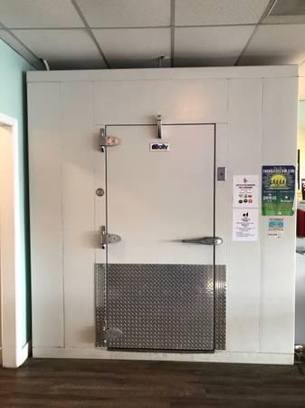 Photo Bally Walk-In Commercial Cooler - $6,900 (Newport)