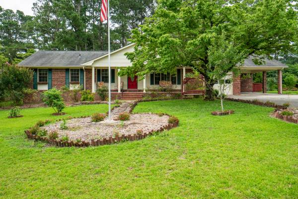 Photo Charming Move In Ready Home In River Bend