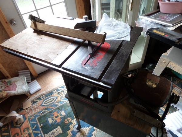 Photo Delta Rockwell 9quot table saw - $175 (BEAUFORT)