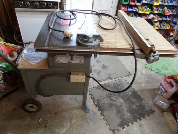 Photo Delta Rockwell 9quot table saw - $350 (BEAUFORT)