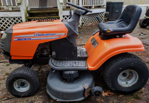 Photo HUSQVARNA LAWN TRACTOR . - $350 (Hertford)