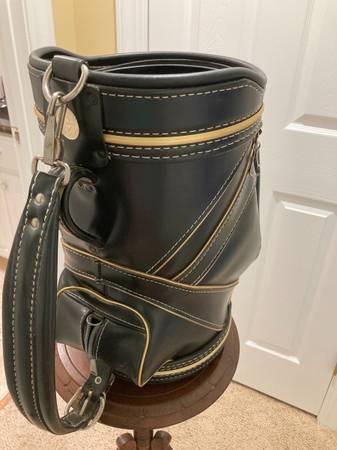 Photo Leather Den Caddie Mini Golf Bag with Umbrella - $39 (Havelock)