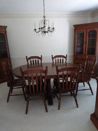 Photo Like New Temple Stuart Oak Hill Dining Table  6 Chairs - $600 (Greenville)