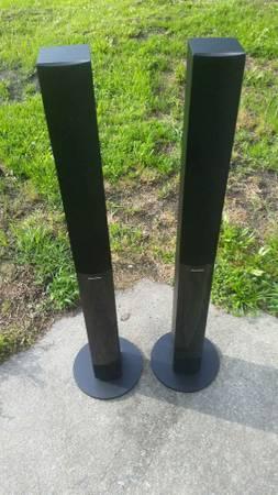 Photo Set Of Pioneer Tower Speakers - $60 (Newport)