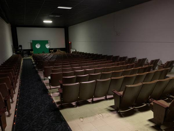 Photo Theater seating and screen - $200 (Wilson NC)