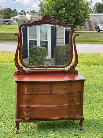 Photo Tiger Oak Dresser wBeveled Mirror - $499 (Havelock)