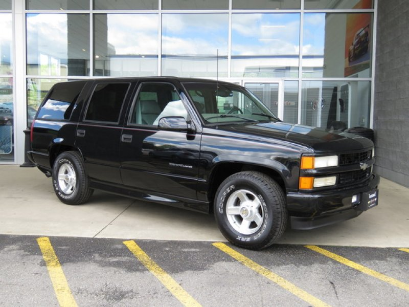 Photo Used 2000 Chevrolet Tahoe 2WD Limited for sale