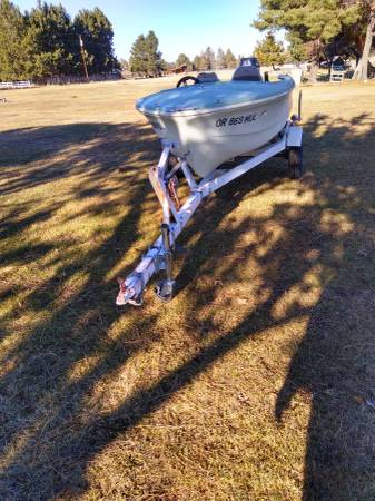 Photo 14 ft boat and 18 trailer - $700 (Central oregon)