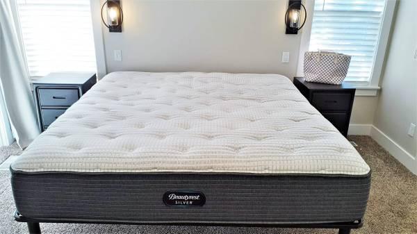 Photo Beautyrest Silver King Mattress - can deliver - $550 (SE Boise)
