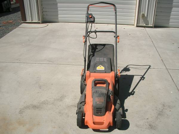 Photo Black and Decker 20 in. 13-Amp Corded Electric Walk Behind Lawn Mower - $125 (HERMISTON)