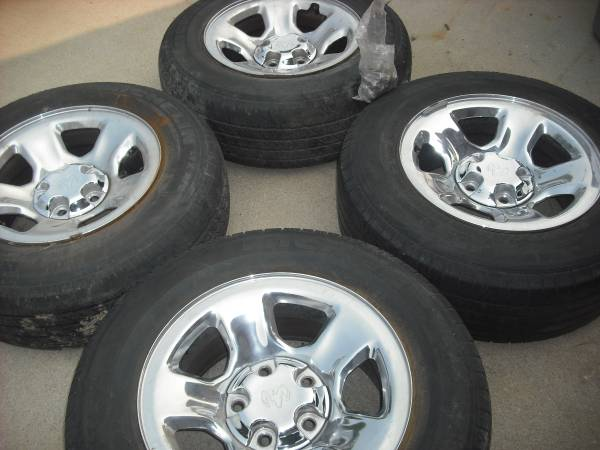 Photo Dodge 12 ton wheels 4 - $120 (Boise , trade cabinet sand blaster)