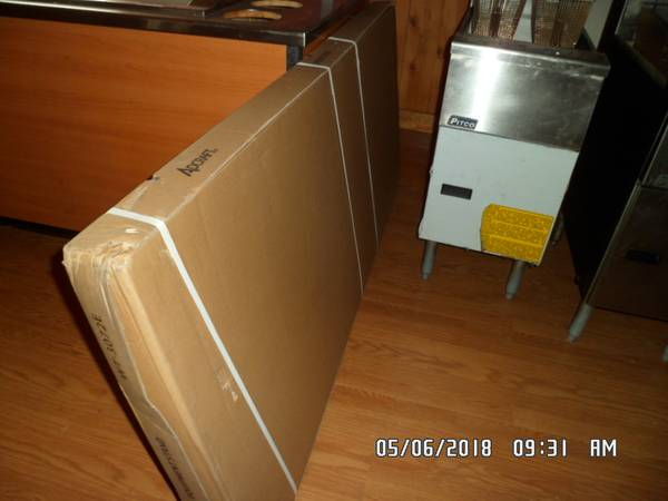 Photo FOR SALE STAINLESS STEEL TABLE - $1 (REDMOND OREGON)