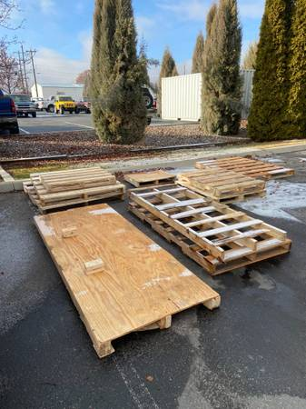 FREE WOOD PALLETS PLYWOOD (Boise)