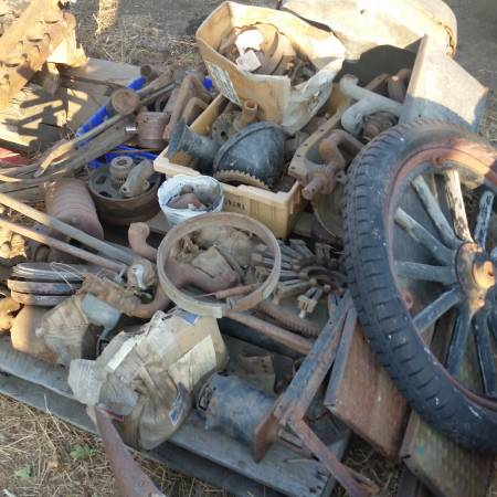 Photo Ford model T parts. $300 all - $300 (The Dalles)